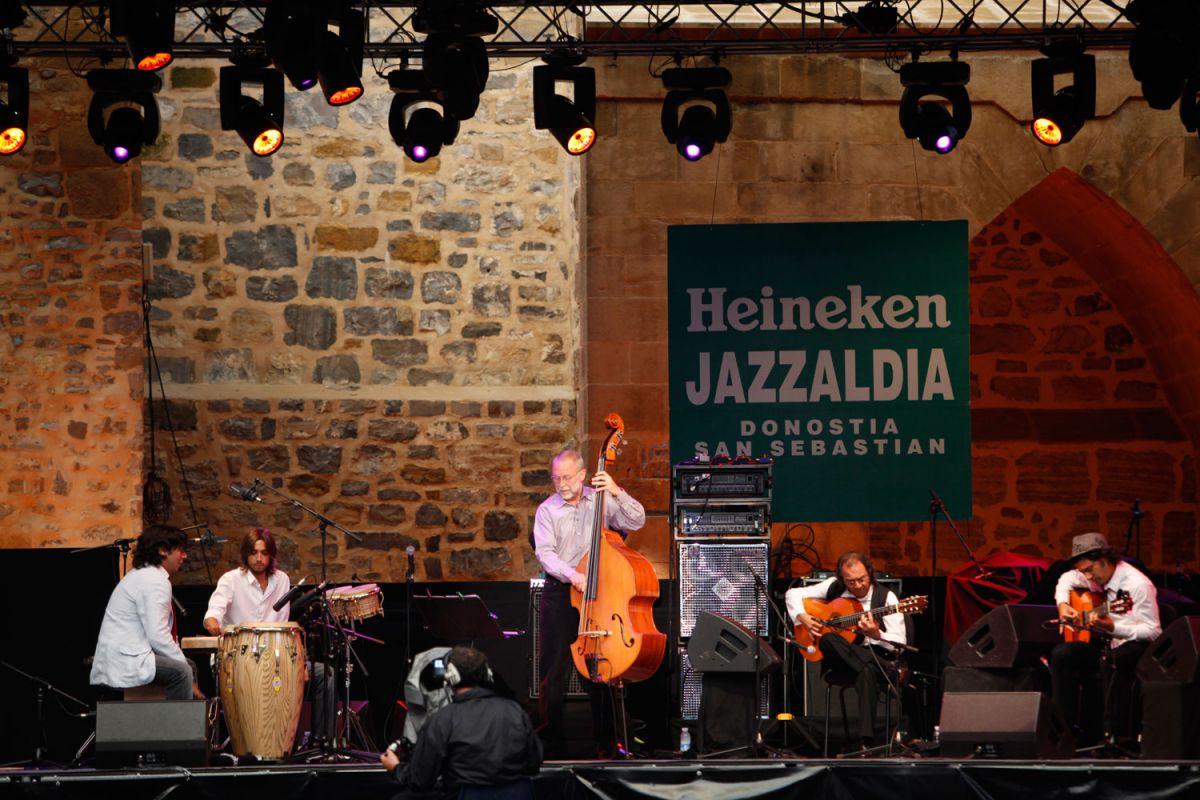 Dave Holland y Pepe Habichuela en la 45 edición de Jazzaldia. Foto: Lolo Vasco para Jazzaldia.