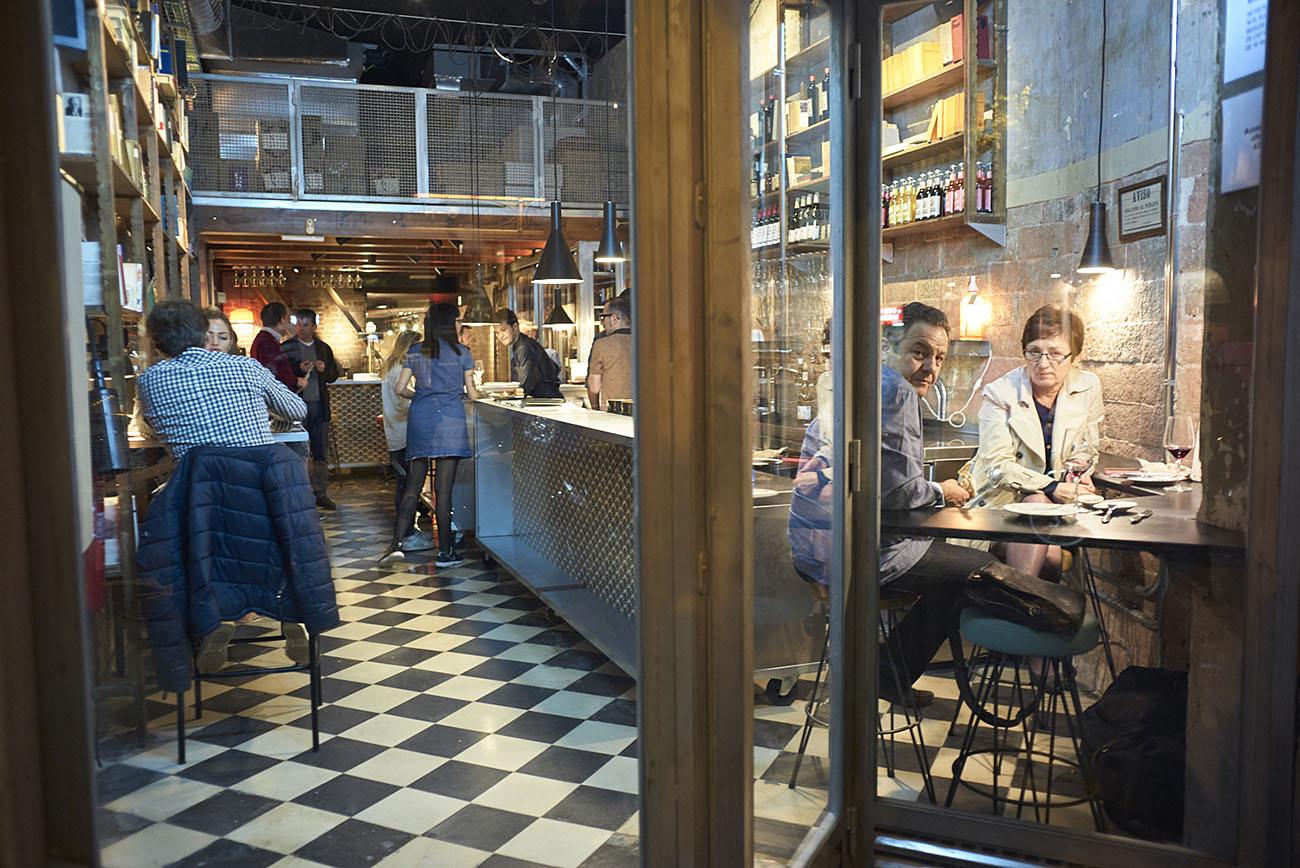 Restaurante Pepa Pla (Barcelona) - Ambiente de la entrada. Foto: Xavier Torres-Bacchetta