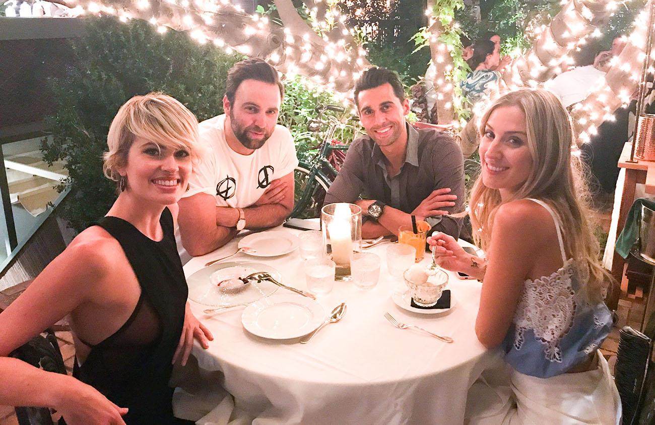 Adriana junto a unos amigos, entre ellos el futbolista Álvaro Arbeloa, en el restaurante 'Numa Pompilio'. Foto cedida