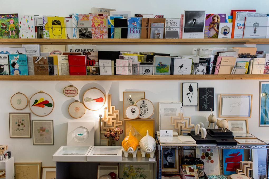Cuando busques un regalo diferente, ven a Mad is Mad: libros, fanzines, arte, cerámica... Tú eliges.