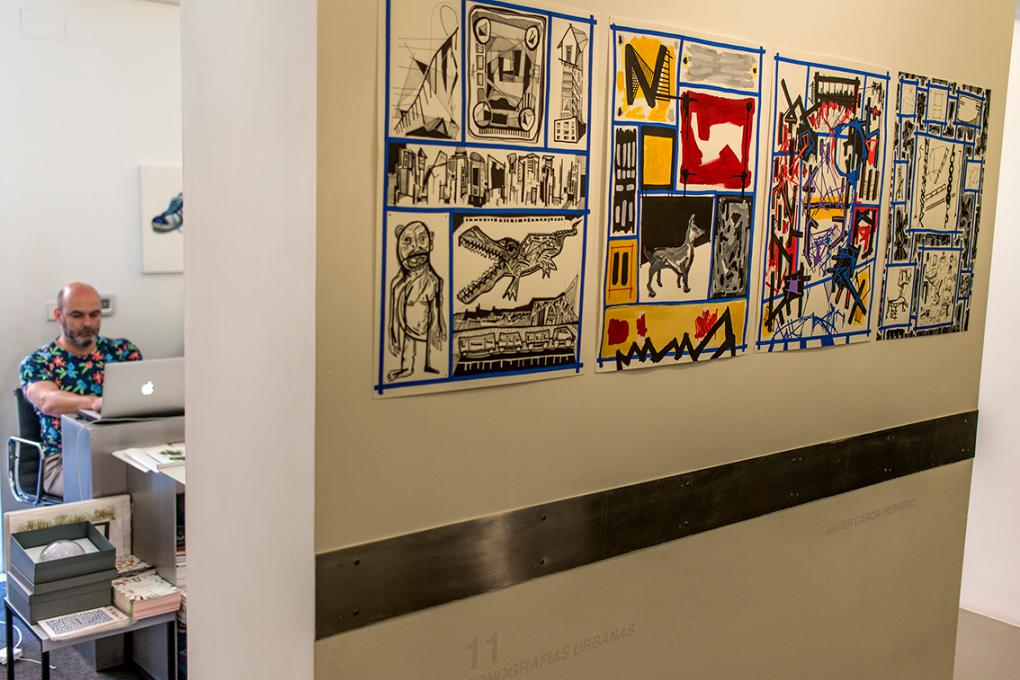 La programación cultural de esta pequeña galería no pasa inadvertida. Sus artistas, tampoco.