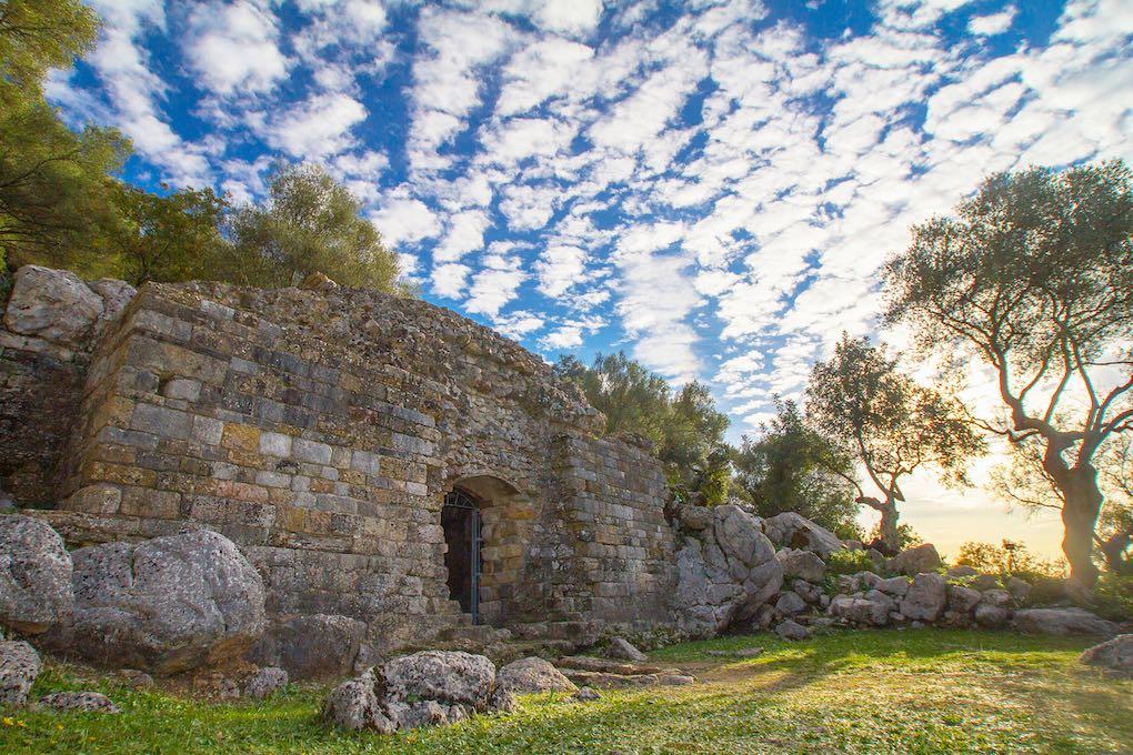 El mausoleo del yacimiento romano de Ocuri. Foto: Ayuntamiento de Ubrique