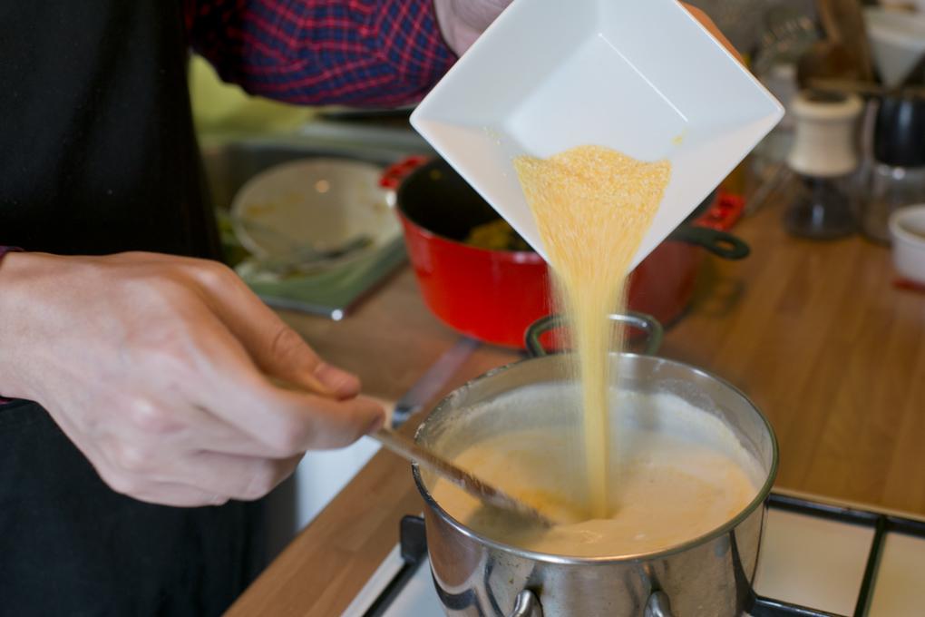 Hoy cocinan ellos: Presa ibérica con chocolate - sémola de maíz. Foto: Sofía Moro