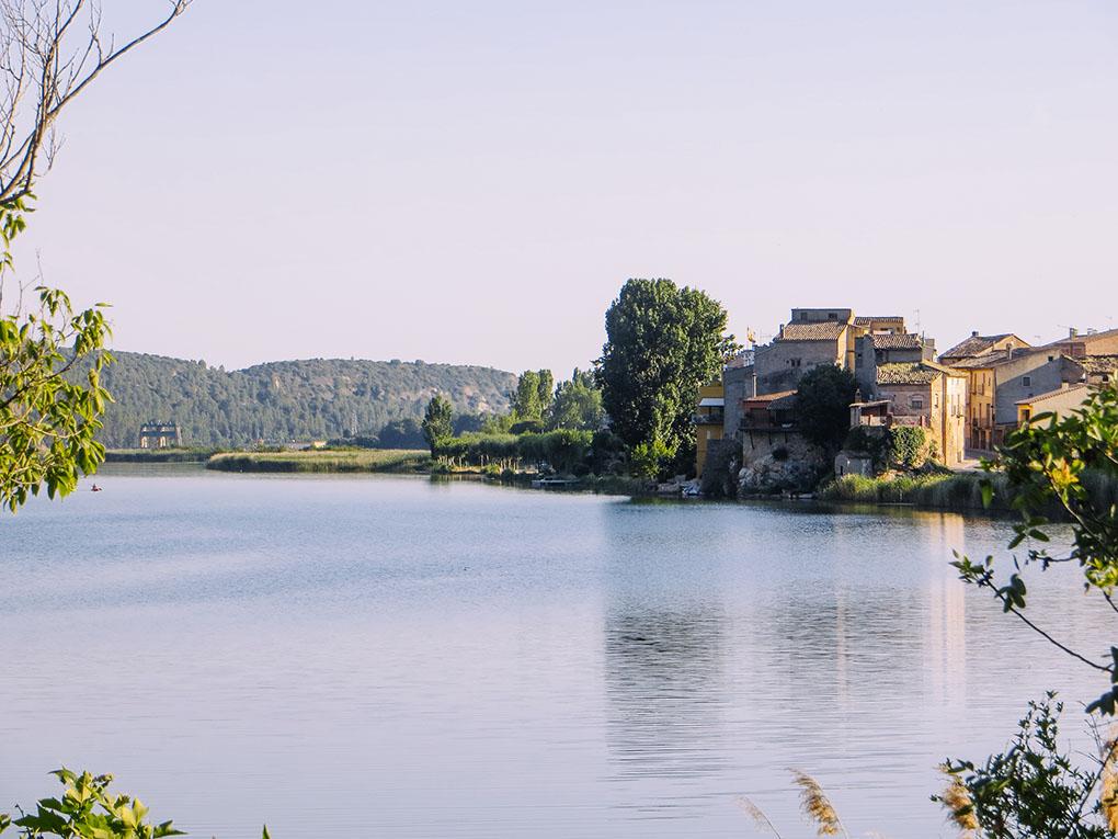 Ruta por Cervera con Marc Márquez. El pantano de Sant Llorenç de Montgai. Foto: Raúl Romojaro