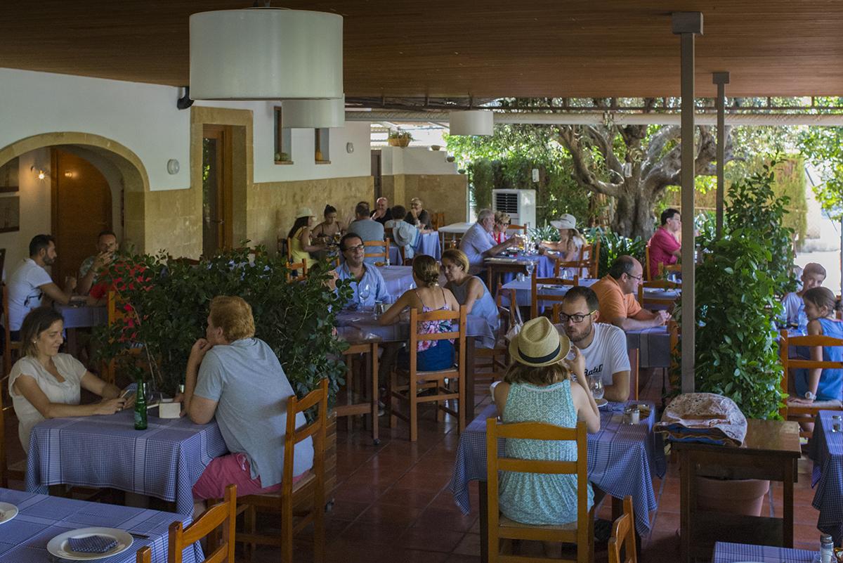 Interior del restaurante Mezquida. Foto: La Retratería