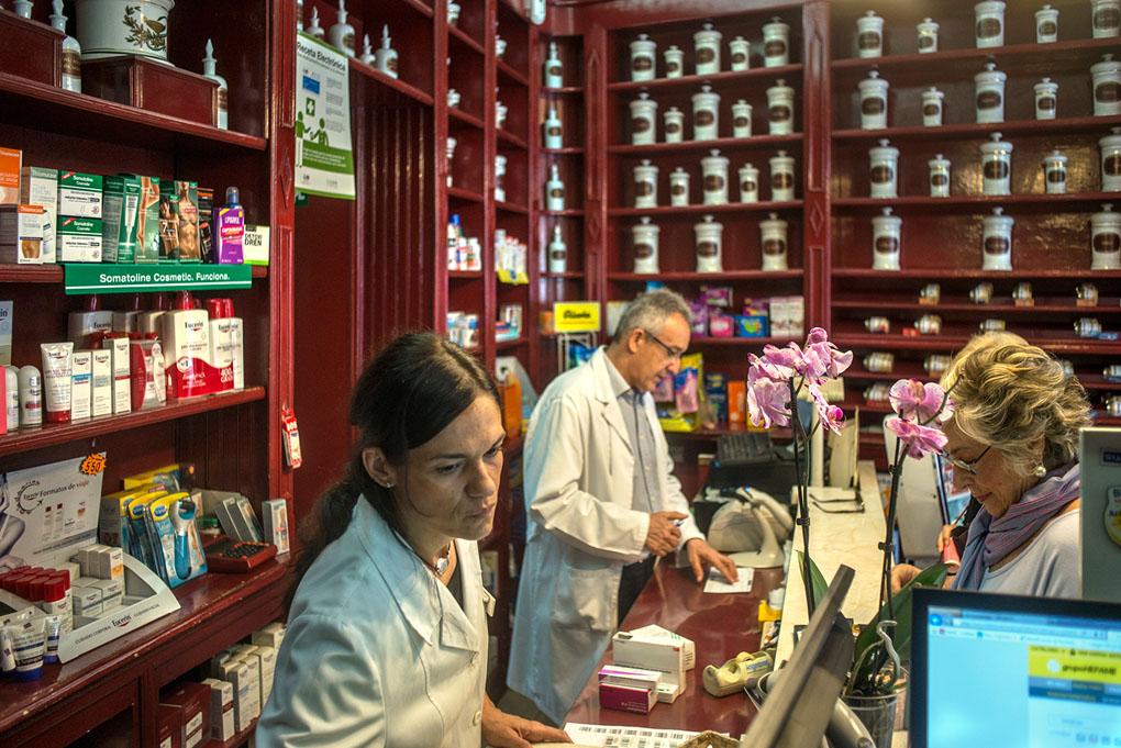 Farmacia Saiz García, mostrador
