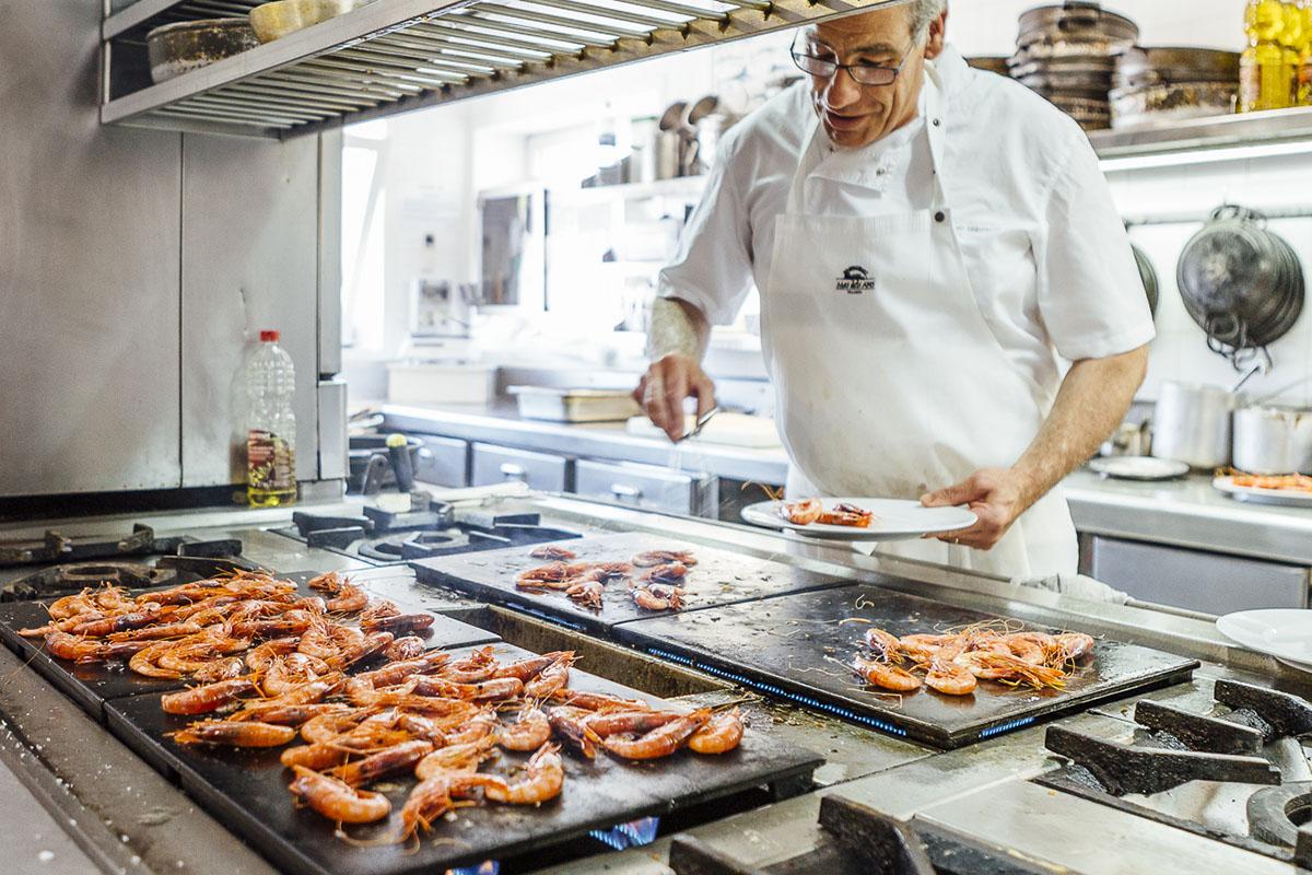 Gamba roja de Palamós. Restaurante Mas dels Arcs (Baix Empordà). Foto: César Cid.