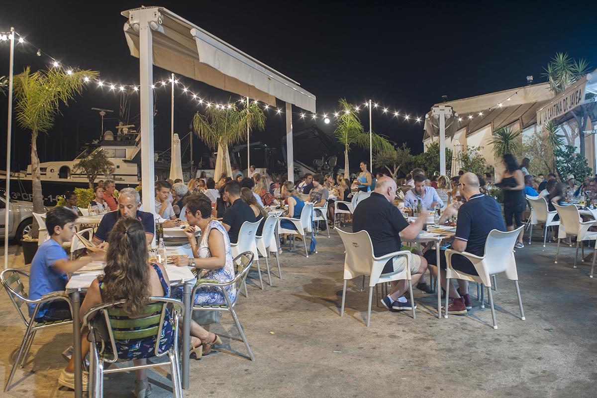 La Cantina, una terraza única por el puerto. Foto: Retratería