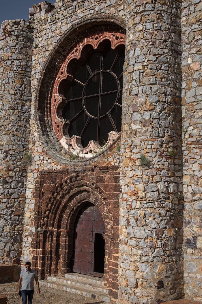 La fachada de la iglesia