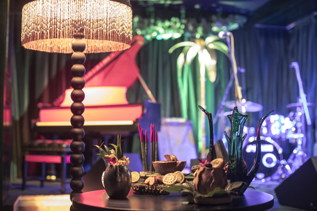 Es difícil encontrar una mesa así de solitaria en The Jungle Jazz Club