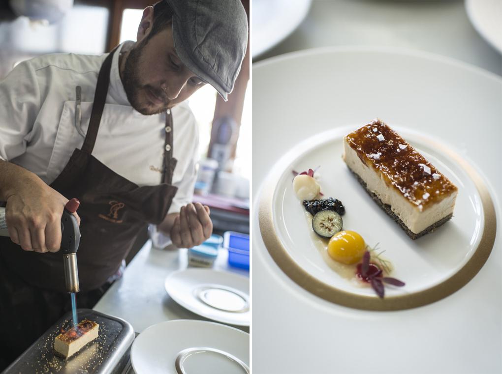Un cocinero quema el azúcar del perfecto de foie