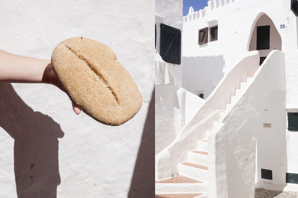 El pan de la Marcona, artesanal y menorquín, en el Mercat Agrari de Ciutadella. Foto: Antonio Xoubanova