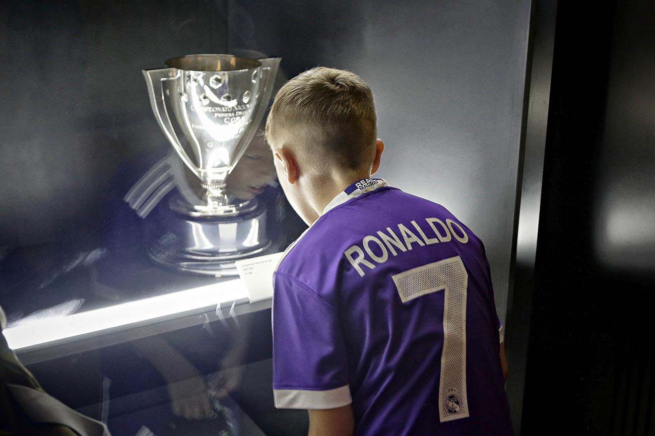 Tour Bernabéu (Real Madrid) - Sala de trofeos. Foto: Roberto Ranero.