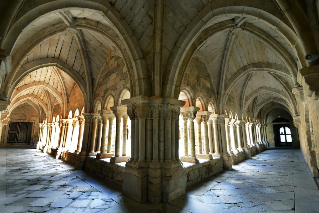 El fotogénico e imponente claustro del Monasterio de Santa María la Real.