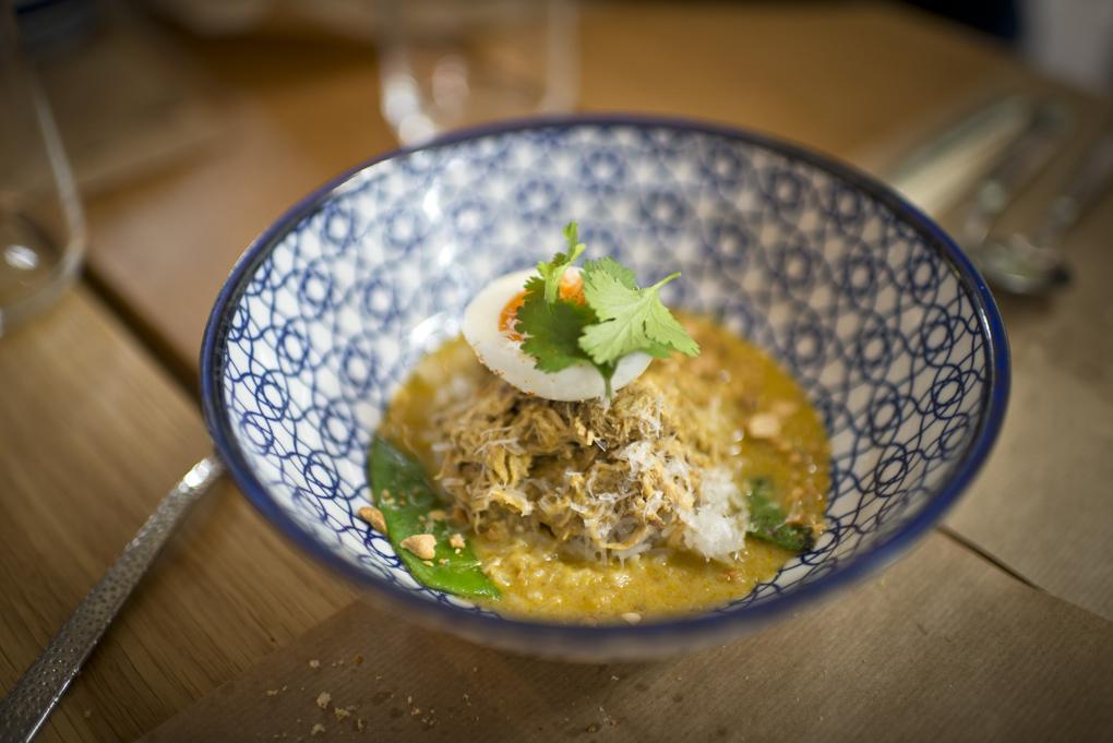 el plato de curry aji de gallina