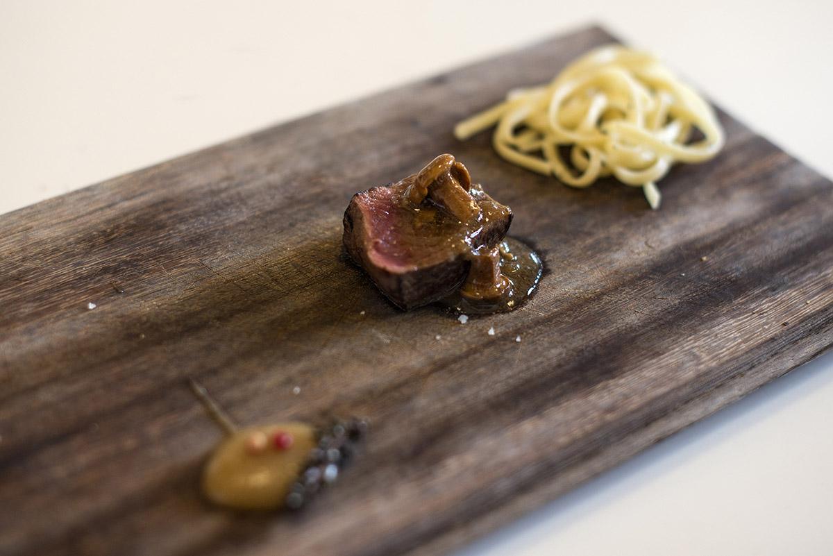 Restaurante Lera. corzo con setas. Foto- Alfredo Cáliz