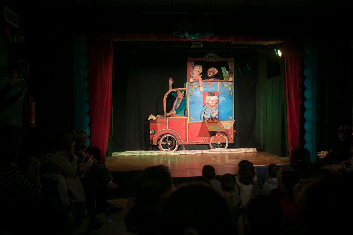 Marionetas y payasos en acción. Foto: Eva Máñez