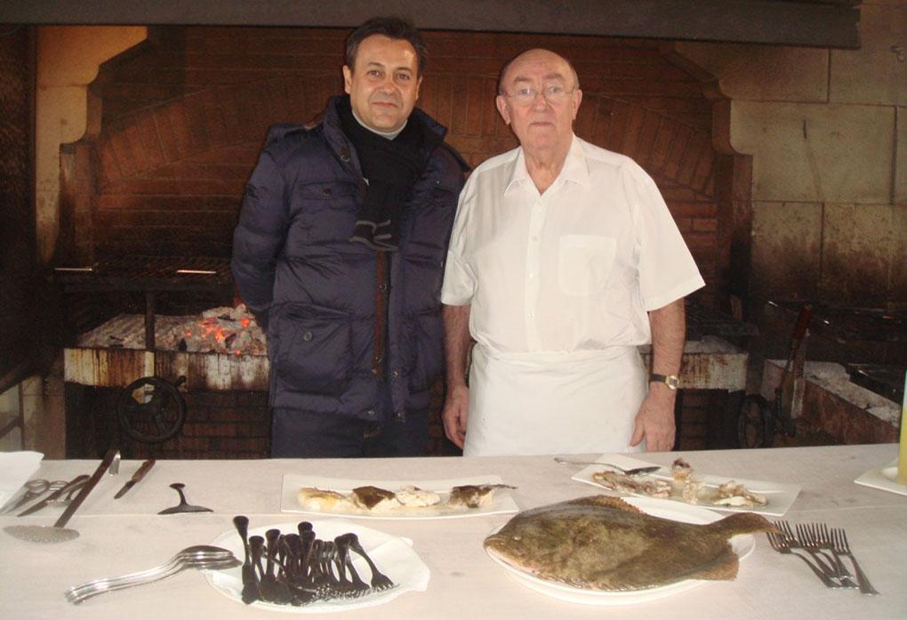 José Ribagorda junto a Pedro Aguirre ('Elkano'). Foto cedida: delascosasdelcomer.com