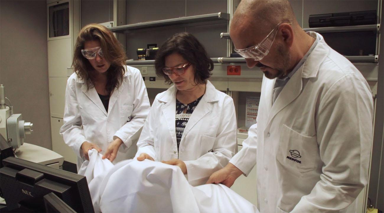 Diseño chaquetillas Guía Repsol - Duyos y María Ritter en el Centro Tecnológico de Repsol