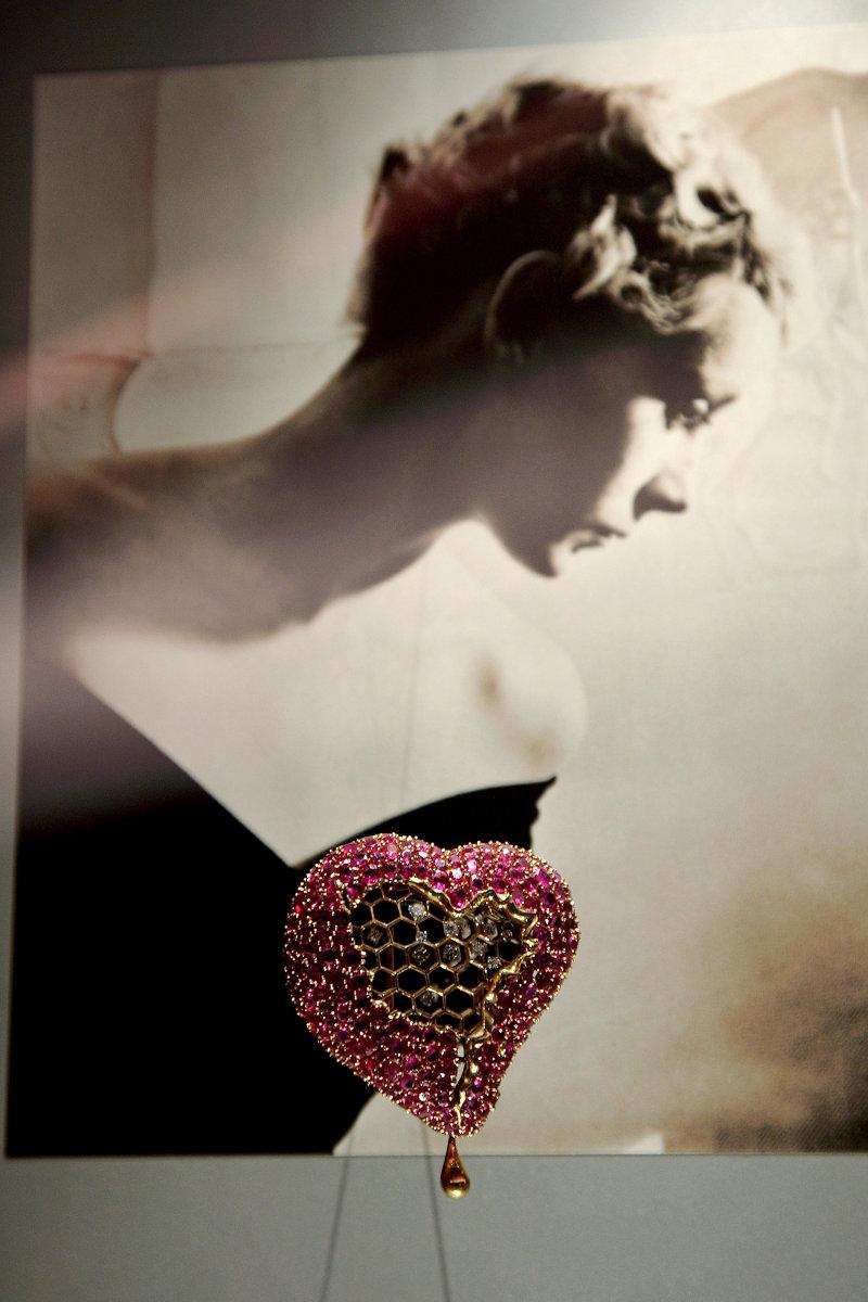 La joya 'El corazón del panal de miel'. Imagen cedida por cortesía de la © Fundació Gala-Salvador Dalí