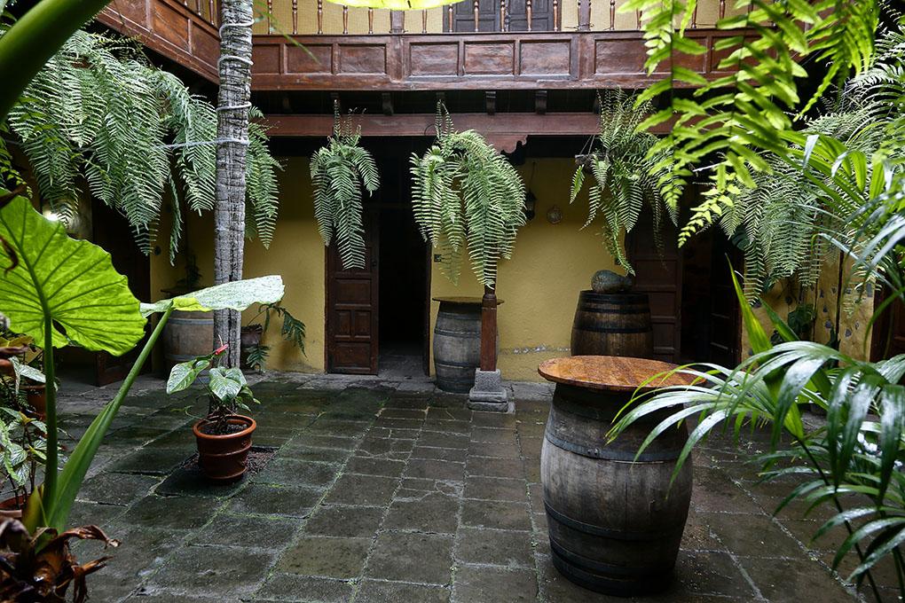Vinos de Tenerife: Viña Zanata patio. Foto: Roberto Ranero