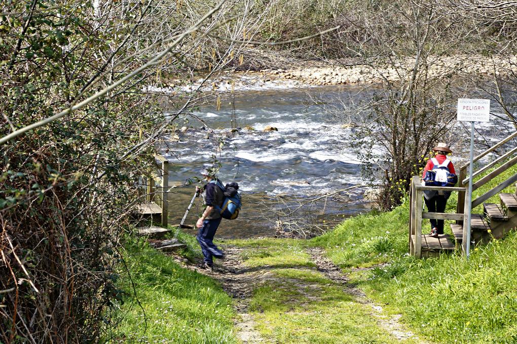Senda fluvial del río Nansa, entre Cantabria y Asturias.