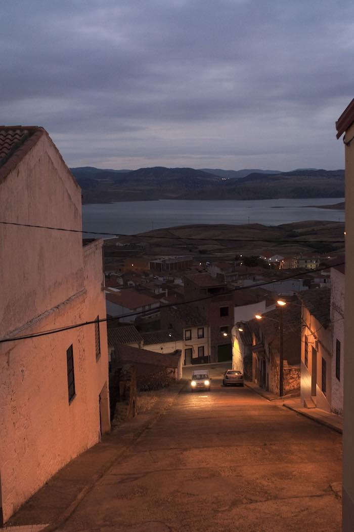 Calles desiertas en Peña el Sordo, junto al pantano de la Serena. Foto: Manuel Ruiz Toribio