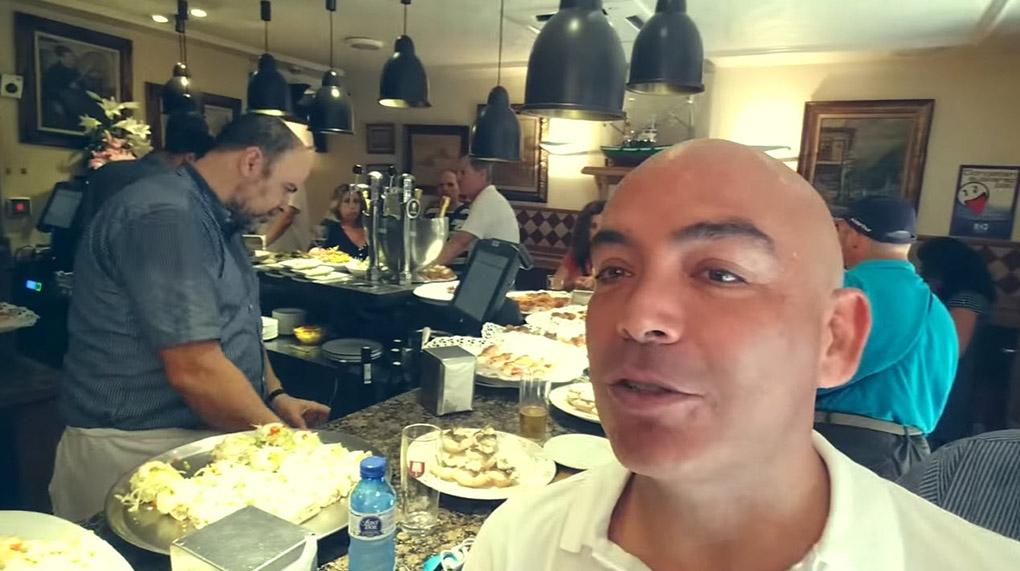 Kike Sarasola en la barra del Ganbara. Foto: cedida
