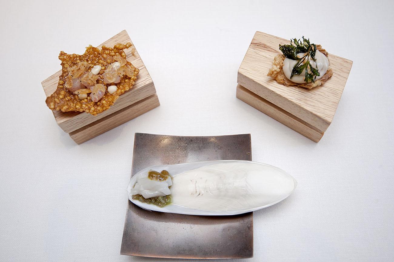 Restaurante La Galería-El Rodat (Nazario Cano) -snacks de arroz a banda, sepia a la plancha y pollo al ajillo-. Foto: Rafa Molina