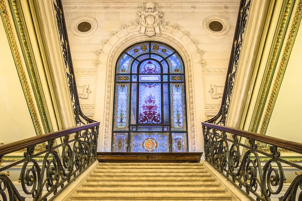 Escalinata de la Biblioteca Bidebarrieta