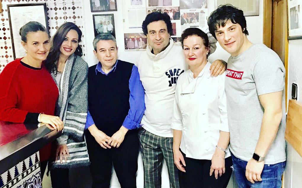 Eva González y el resto el equipo de 'Masterchef' en el FM. Foto cedida