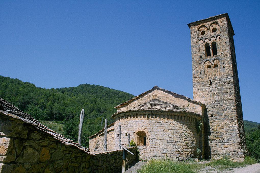 Ruta por Cervera con Marc Márquez. La iglesia de Sant Romà redondea un paraje de enorme belleza. Foto: Raúl Romojaro