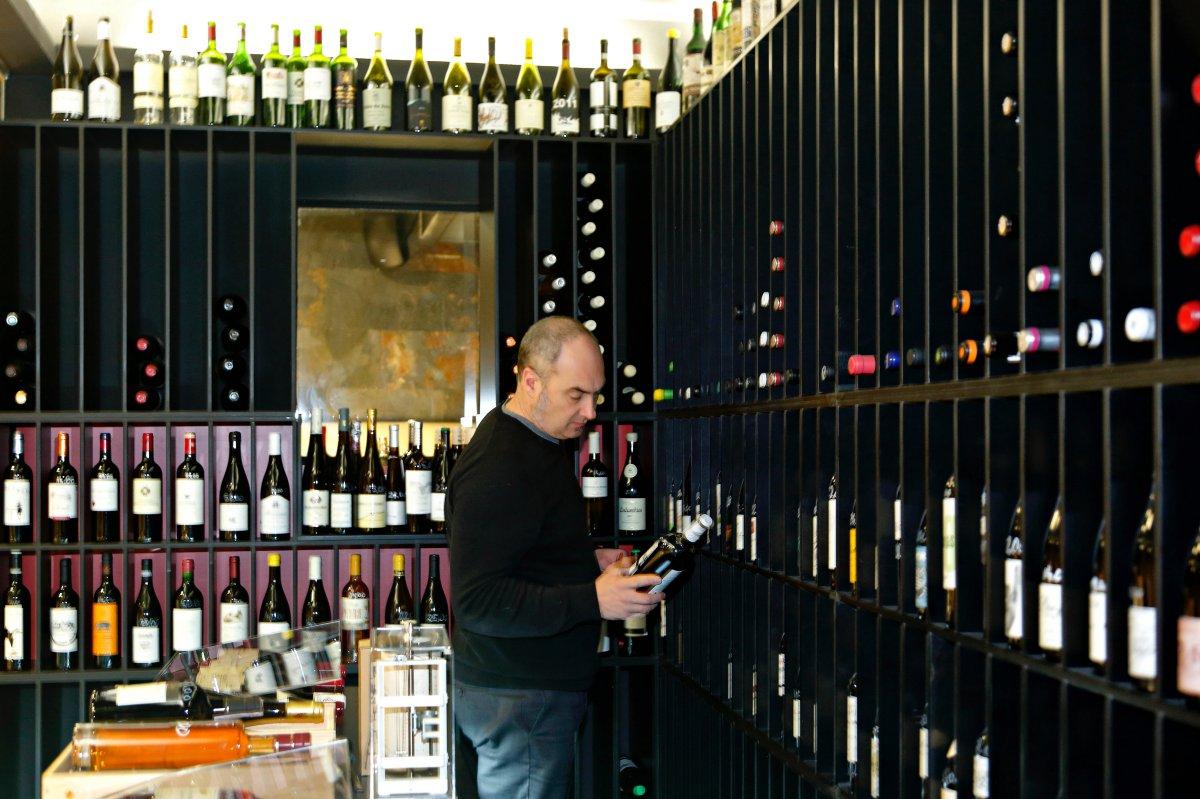 Restaurante El Clarete (Vitoria). Patxi Fernández de Retana, sumiller. Foto: Roberto Ranero