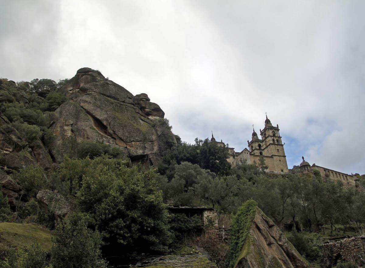 Vista exterior del monasterio de As Ermidas, en Valdeorras. Foto: Flickr Turgalicia