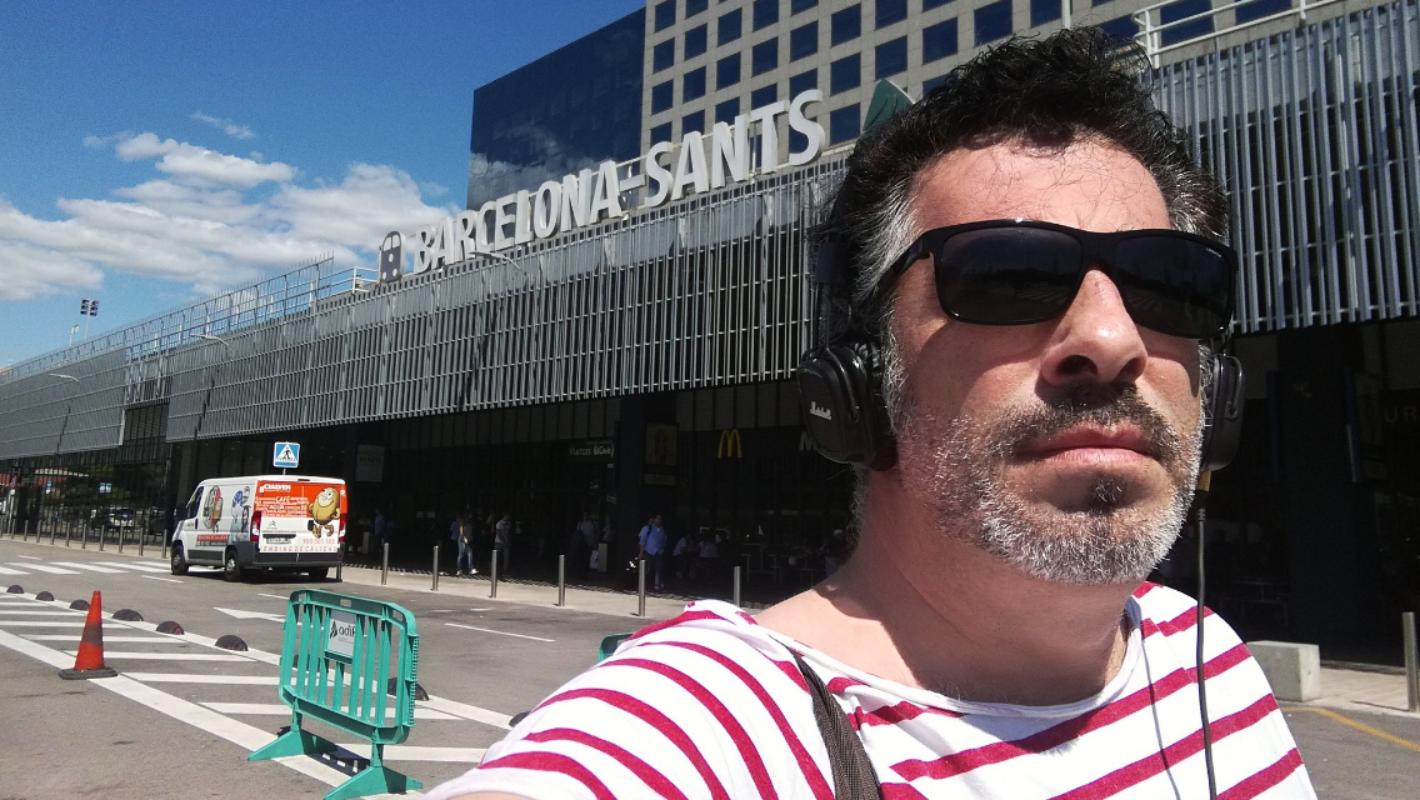 Agustín Jiménez saliendo de la estación Barcelona-Sants. Foto: cedida