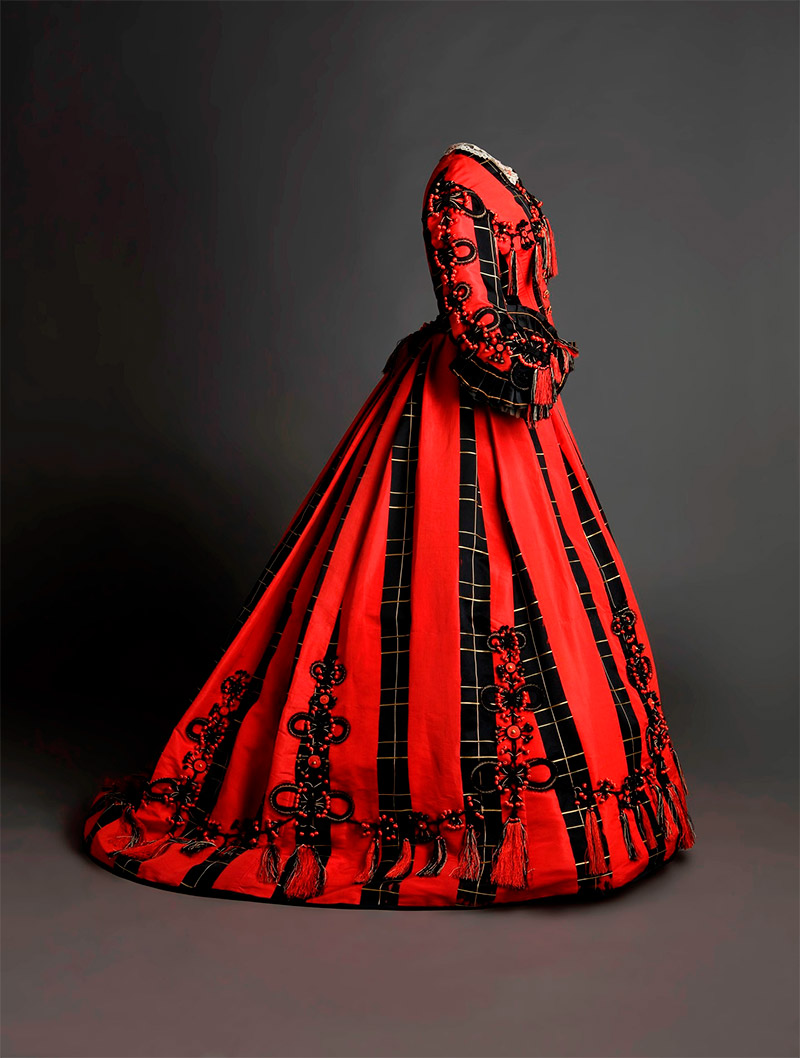 Uno de los vestidos de la exposición Moda Romántica