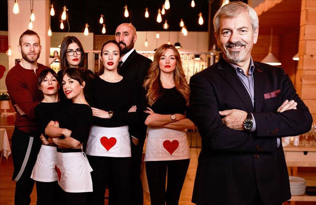 Carlos Sobera y su equipo de First Dates. Foto: Cuatro TV