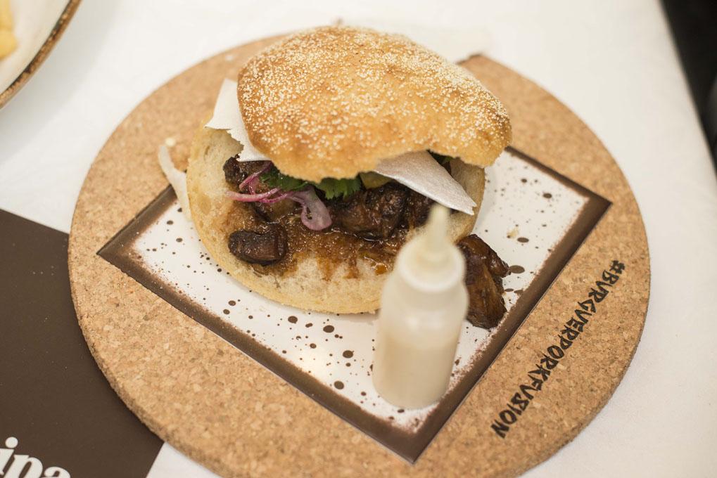 Concurso de hamburguesas en Madrid Fusion 2017 (burger pork fusion). Foto: Alfredo Cáliz