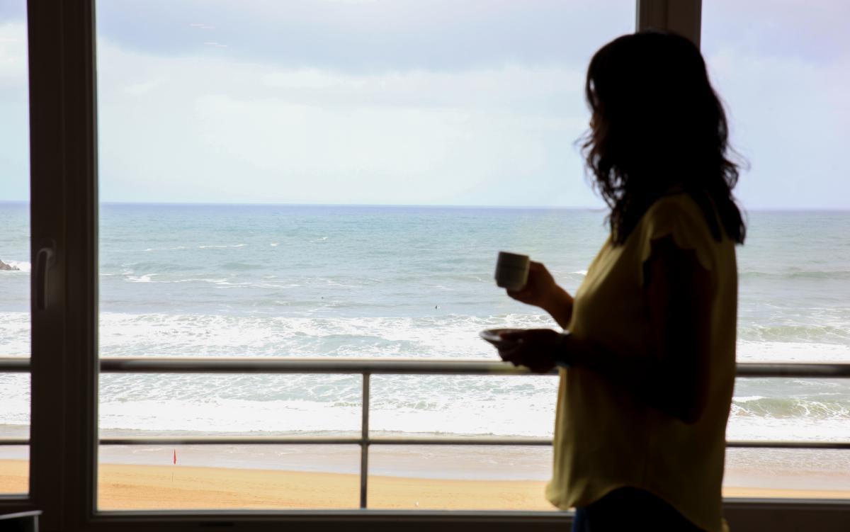 Vista de la playa desde el ventanal de uno de los apartamentos