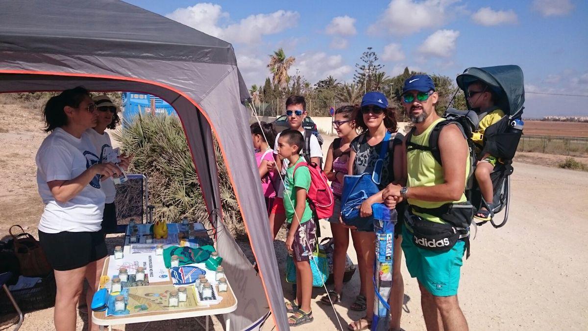 Campaña de sensibilización de los voluntarios de la asociación Calblanque. Foto: Gabriel Buendía / Asociación Calblanque