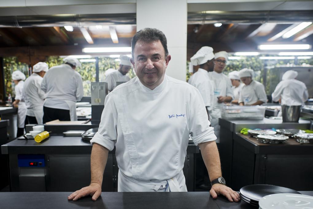 Martín Berasategui en la cocina de Lasarte. Foto: Sofía Moro