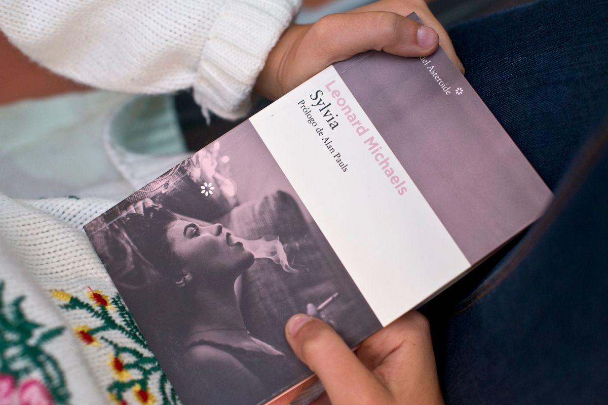Sugerente portada de Sylvia, de Leonard Michaels. Foto: Sofía Moro