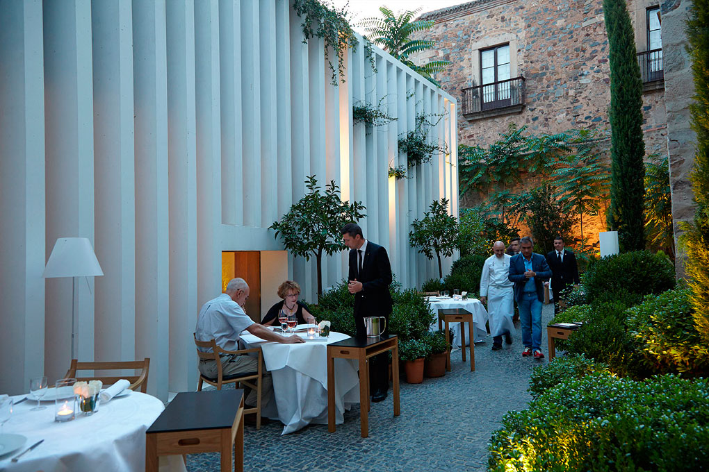 Terraza del restaurante Atrio.
