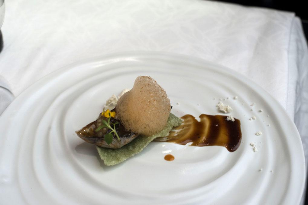 Xarda a la llama, kimchie y tapioca marinera. Foto: Alfredo Cáliz