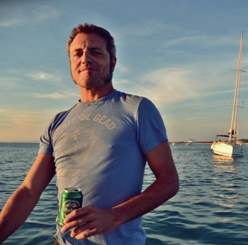 Carlos Tarque en barco. Foto: M Clan