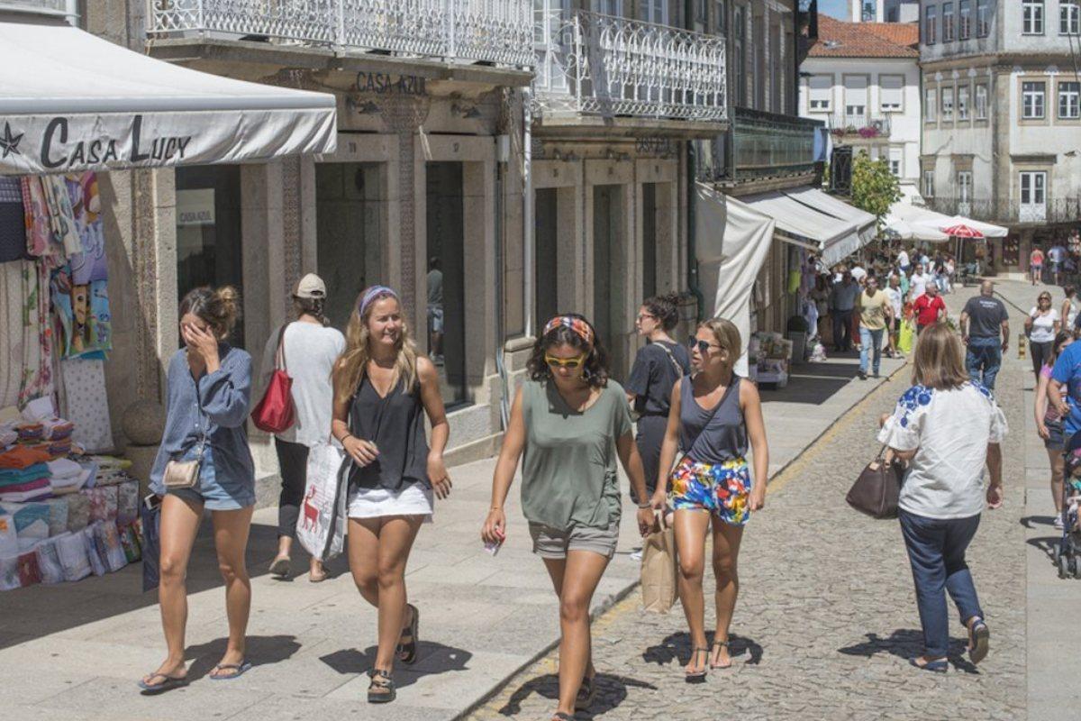 De compras por Valença do Minho. Andando por la calle..