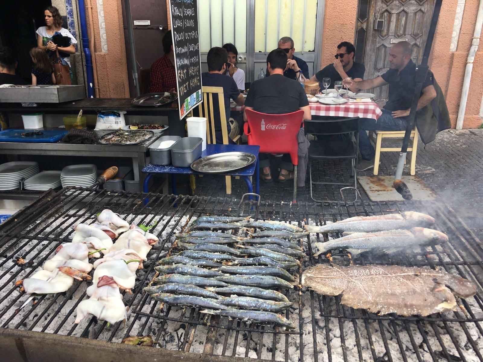Los Manel comiendo. Foto: Manel