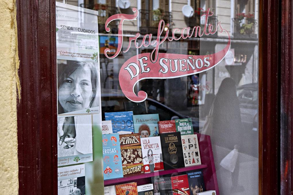 Librerías de Madrid: Escaparate de Traficantes de Sueños. Foto: Roberto Ranero