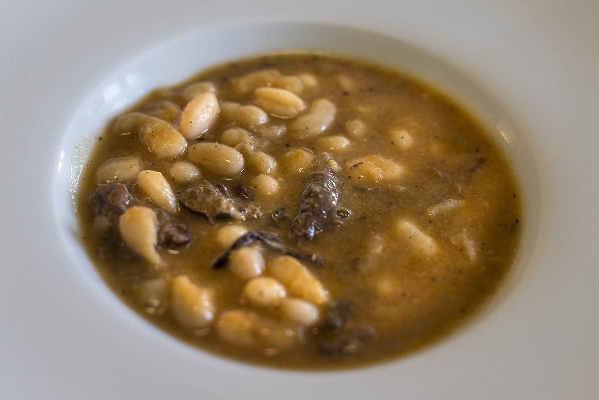 Restaurante Lera. judiones con corzo. Foto- Alfredo Cáliz