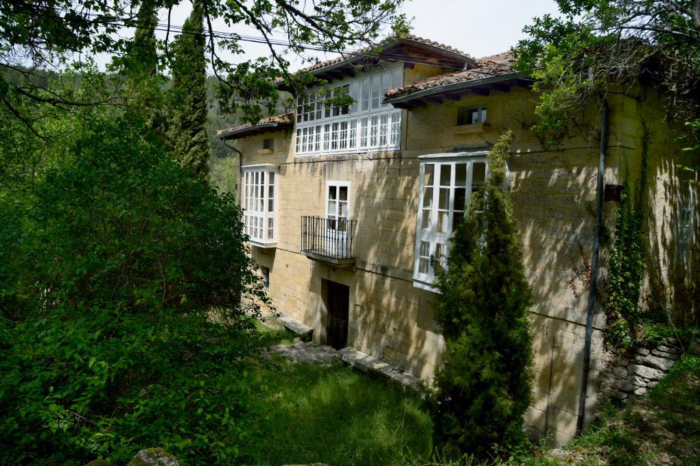 Aquí vivió Miguel Delibes y probablemente escribió el relato 'Mi querida bicicleta'.